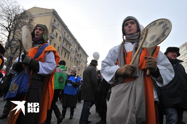 Очень быстро Болотный протест начал напоминать то карнавалы, то монстрации