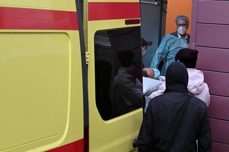 Kиберактивиста спешно отвезли в больницу и стали проводить реанимационные мероприятия