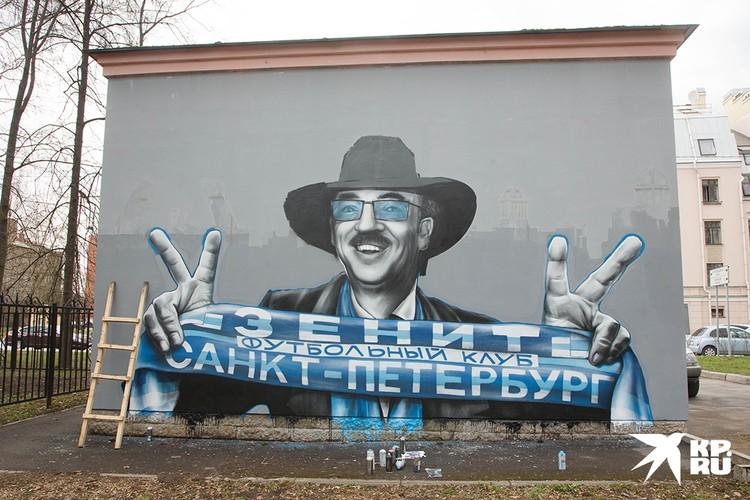 """Даже такие граффити обычно """"живут"""" не долго."""