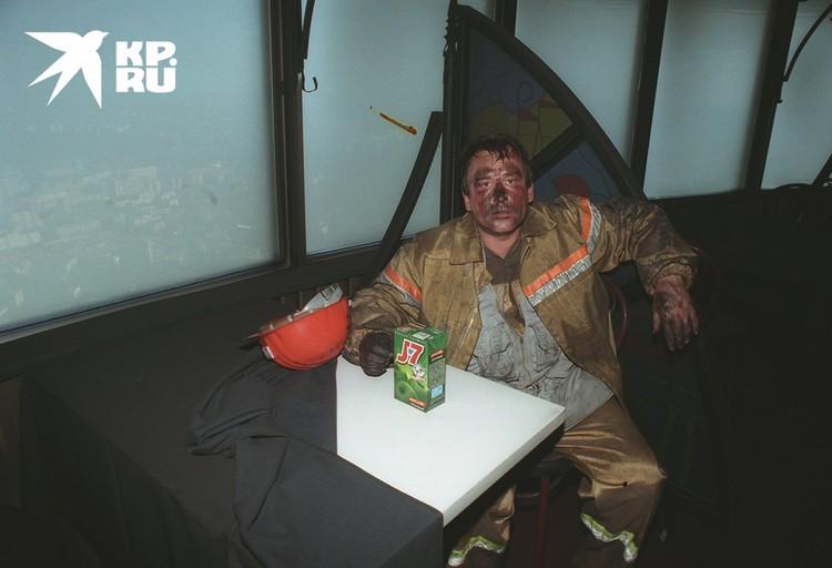 Владимир Веленгурин. Под скатертью - белоснежный стол.