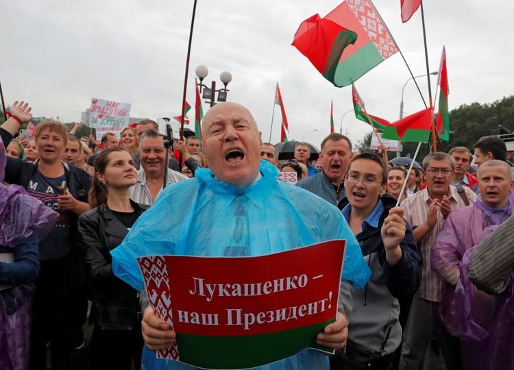 На митинге за президента Лукашенко в Минске.