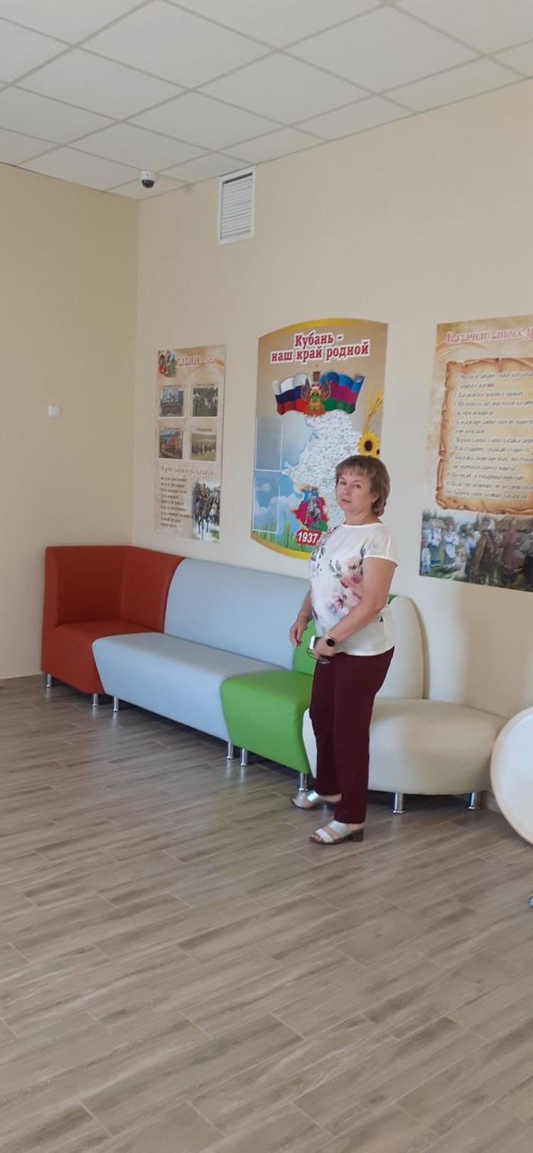 Директор Ольга Ращектаева провела для нас экскурсию по школе