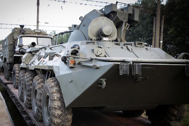 Первый фейк о российском военном присутствии появился в сети 11 августа. Это была фотография военной техники, которая якобы выезжает с какой-то военной базы под Смоленском.