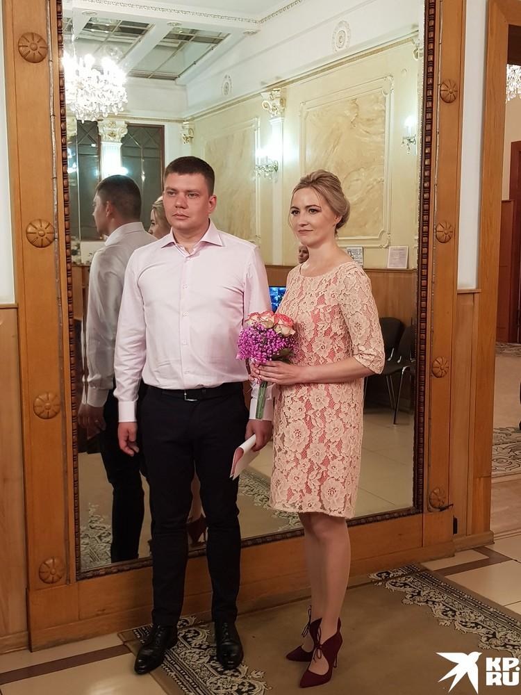Андрей и Светлана Штыровы живут рядом возле ЗАГСа и даже не брали такси.