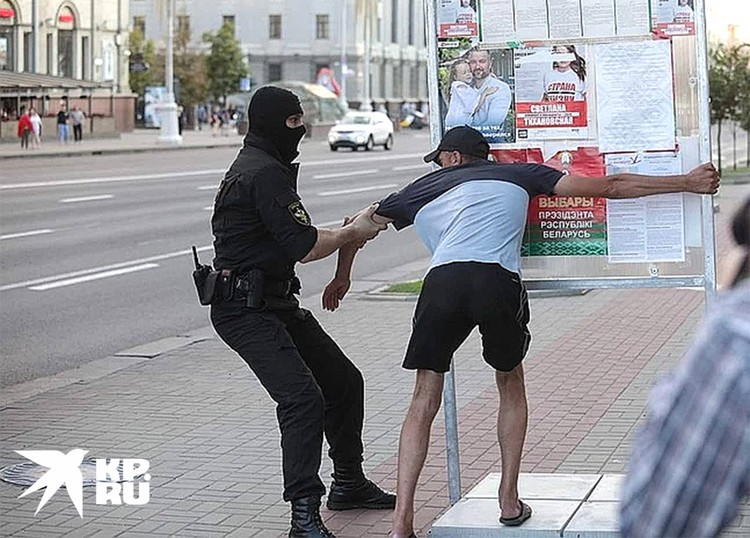 Задержание участника шествия оппозиции в Минске.