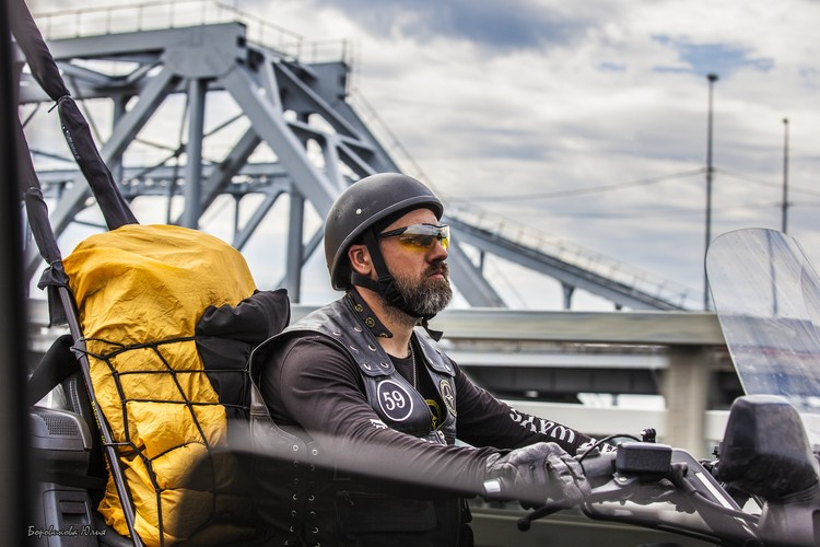 Иоанн Карабидович считает, что большинство аварий с мотоциклистами происходит по вине автомобилистов. Фото: Юлия Боровикова
