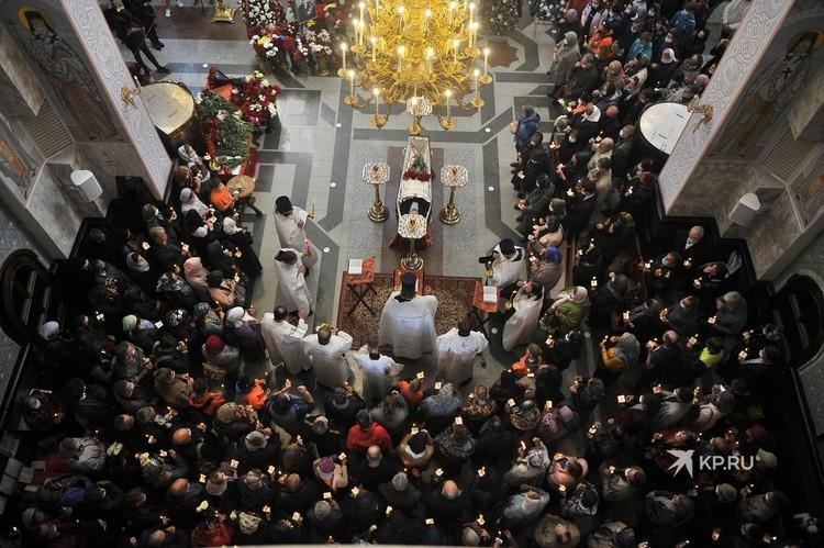 Гражданская панихида и отпевание прошли в Храме-на-Крови.