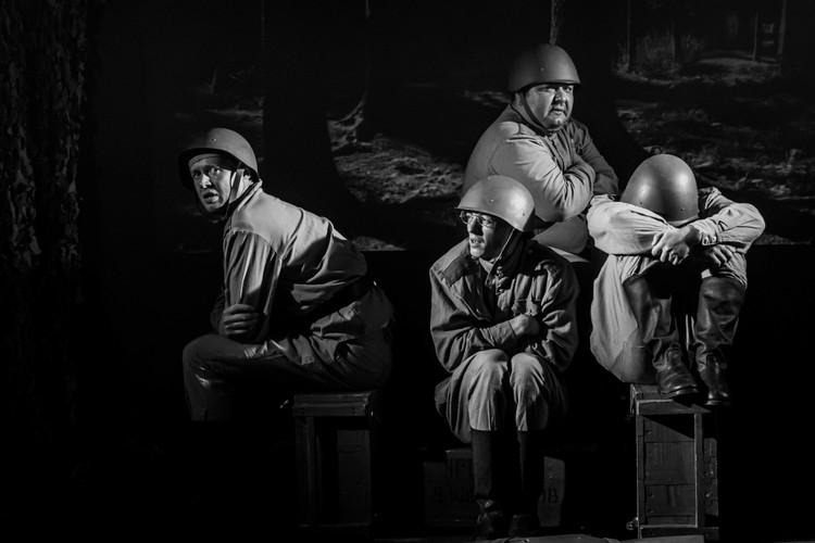 «Не прожить, как без махорки, от бомбёжки до другой без хорошей поговорки или присказки какой». Фото: Наталья Тихонова.