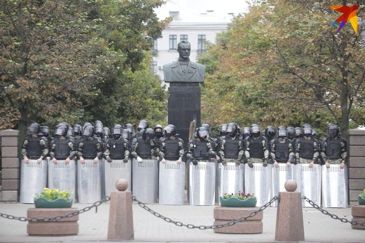 Было увеличено число нарядов и военнослужащих.