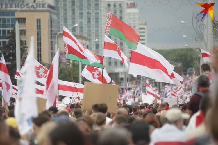 На акцию протеста вышли десятки тысяч человек.