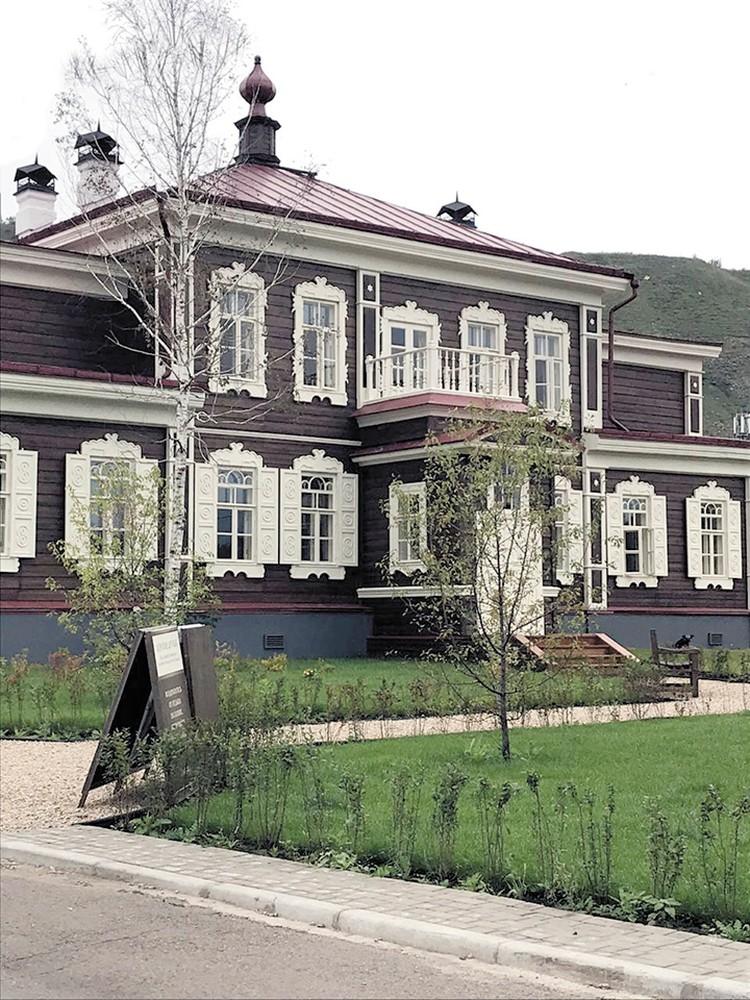 Так выглядит летняя резиденция архиерея после реставрации. Она была построена в 1879-1883 годах иеромонахом Зосимой