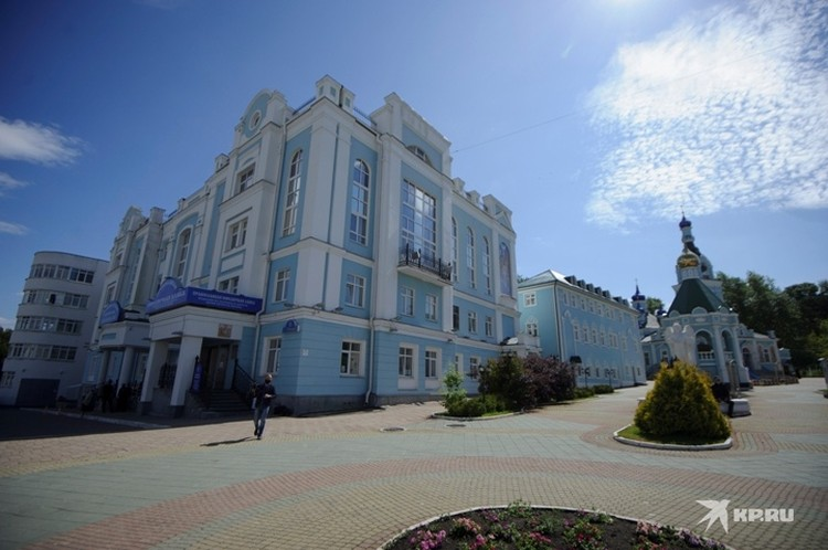 На этот раз никто не из сторонников Сергия не пришел к зданию Екатеринбургской епархии.