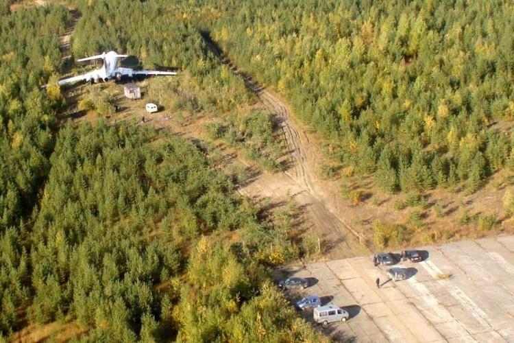 Самолет остановился в лесу. Фото: Администрация Ижемского района