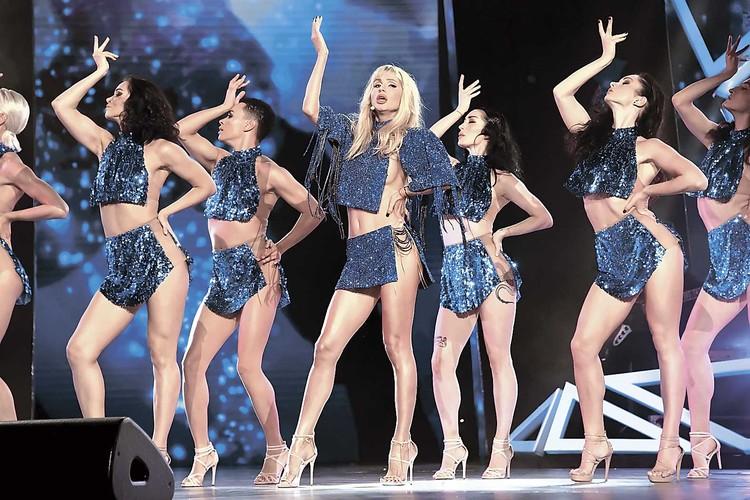 Поклонники считают, что Лободе необязательно тратиться на дорогую одежду. Чем ее меньше, тем лучше!