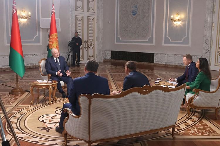 Президент Белоруссии дал интервью российским журналистам