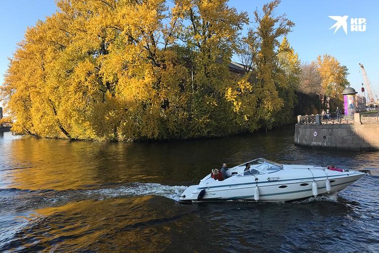 Уже известно, что катерам, моторным лодкам и иже с ними могут запретить ходить по Мойке, Фонтанке, Зимней канавке, Кронверскому проливу, Крюкову каналу и каналу Грибоедова.