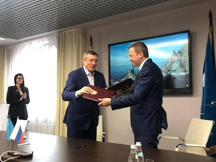 Подписание соглашения о сотрудничестве между Правительством Сахалинской области, администрацией Южно-Сахалинска и группой компаний «ПИК». Фото: sakhalin.gov.ru