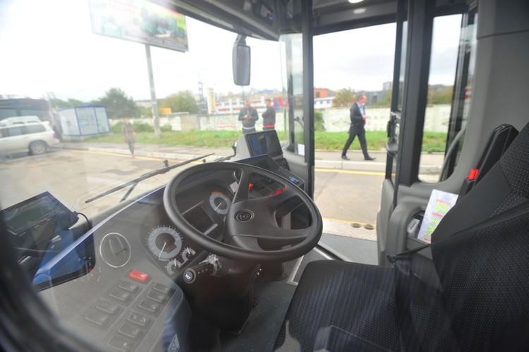 Водители проходили переобучение, чтобы сесть за баранку электробуса.