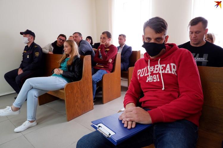 Игоря Кучерова пришли поддержать соратники. На первой скамье слева - свидетели