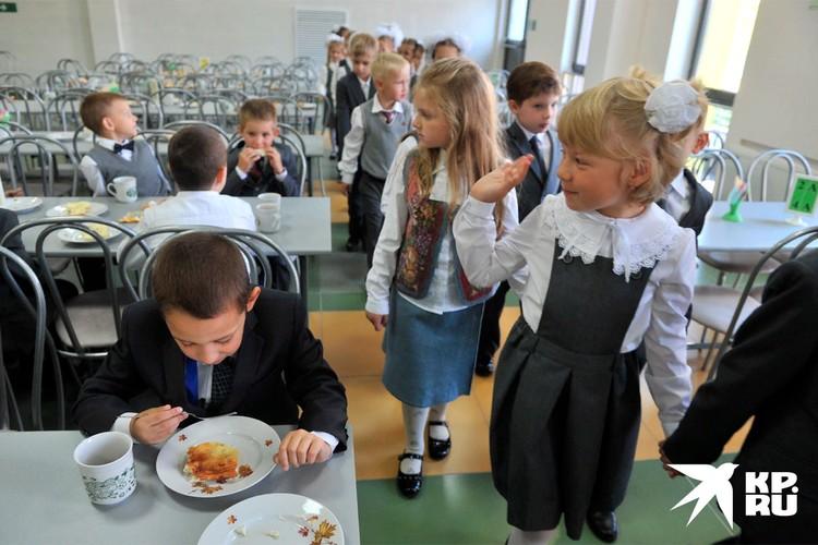 Возможно, ваш ребенок ест медленнее одноклассников