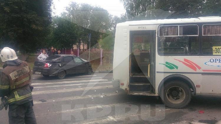 Два пассажира автобуса остаются в больнице.