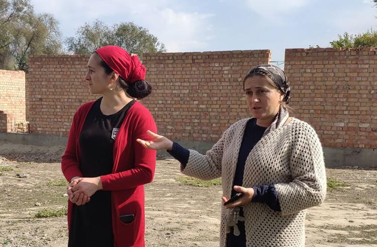 Учителя начальных классов Рабият Резаханова и Зарбаф Алиева рассказывают о «прелестях» дистанционного обучения и актуальных проблемах их маленькой школы.