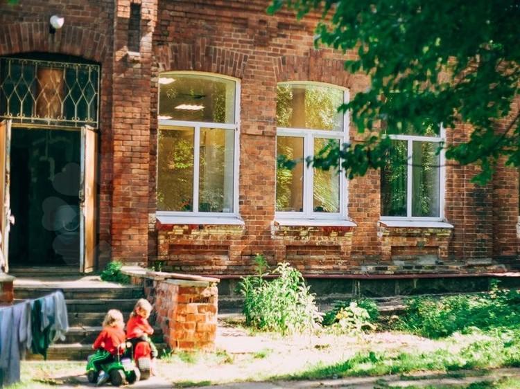 """Зданию, где располагается приют, больше ста лет. Фото: предоставлено приютом """"Нечаянная радость""""."""