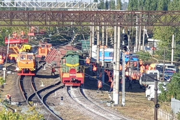 На месте аварии работают спасатели и специальная комиссия