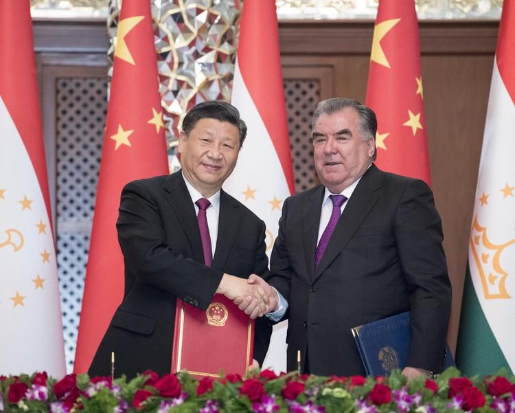 Председатель правящей партии Китая и президент Таджикистана