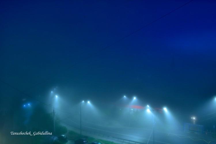 Таинственная ночь опустилась на город. Фото: vk.com/tanushochek_gabidullina