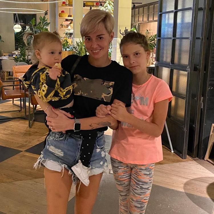 Дарья Карпина с детьми. Фото: соц. сети