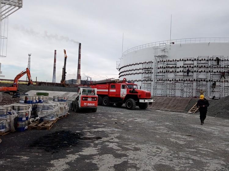 Сейчас рядом с ТЭЦ-3 осталось два резервуара, которые посте ЧП опустошили, чтобы провести тщательную профилактику