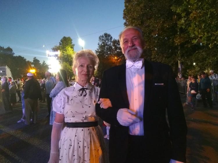 Владимир Алексеевич и Светлана Васильева мечтали станцевать на балу. После репетиций - мечта сбылась
