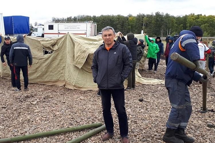 Глава Куюргазинского района Башкирии Юлай Ильясов приехал в лагерь к гражданам Киргизии