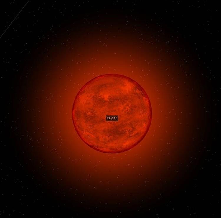 Красный карлик K2-315 не велик, но греет свою единственную и очень близкую планету очень сильно. Фото: astronomy.com