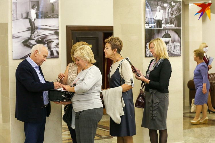 В Большом театре Беларуси открылась выставка, посвященная 90-летию известного художника Евгения Лысика. Фото: Анна ИВАНОВА