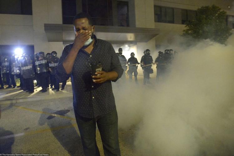 Слезоточивый газ может вызвать слепоту, химические ожоги, проблемы с дыханием.