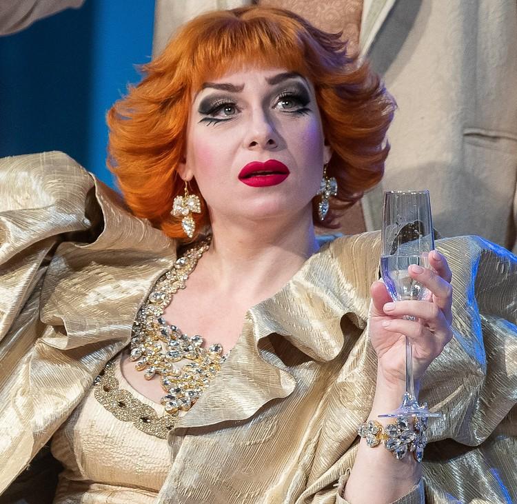 Леди Хэф в исполнении Елены Ряшиной. Фото Качаловский театр