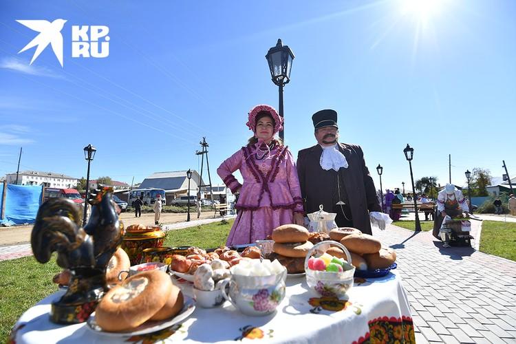 Купцов и гостей принято встречать хлебом-солью.