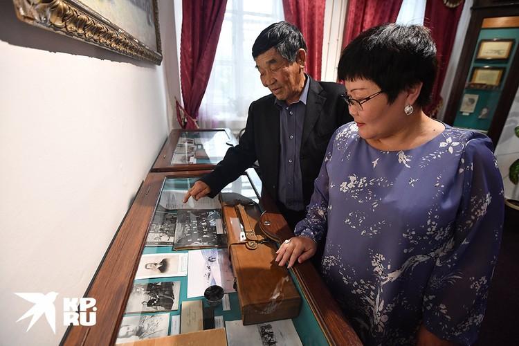 Сергей Николаевич Баджамапов передал все семейные архивы, касающиеся его предка - Цокто Бадмажапова, в Кяхтинский музей.