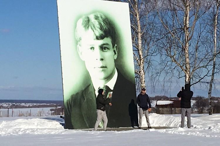 Посвящение братков у портрета Есенина