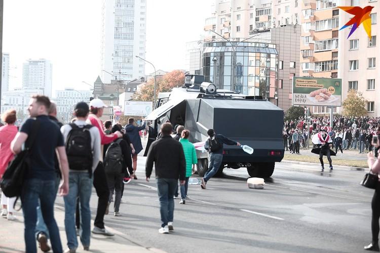 Участники акции в центре Минска сломали водомет.