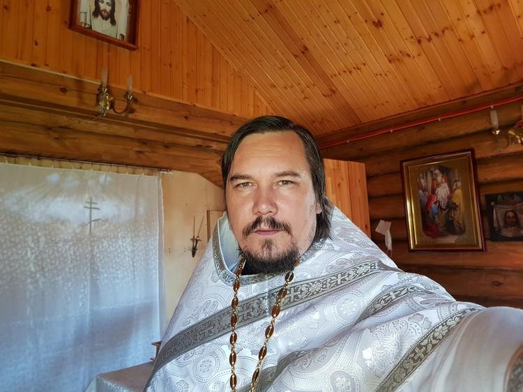 Настоятель Храма Сретения Господня в селе Чемурша отец Максим. Он же - репер Nastoyatel.