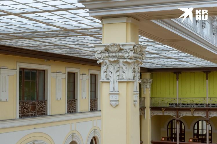 Центральные колонны изначально несли функцию водостоков
