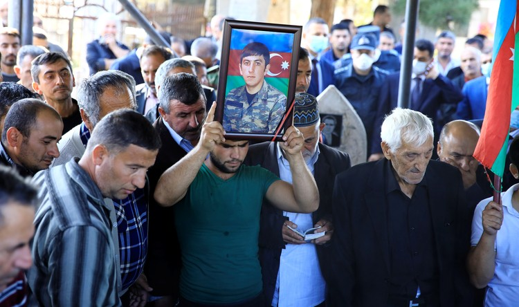 Азербайджан. Похороны солдата, погибшего в ходе карабахского военного конфликта.