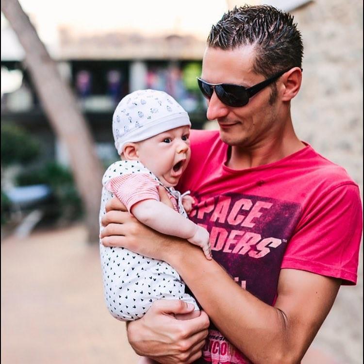 Надежда и Грег отдали в сад старшего сына в 8 месяцев – до этого он был с няней и тетей молодого человека. Фото предоставлено героиней.