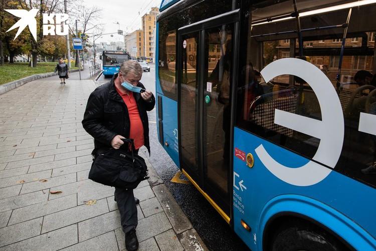 В общественном транспорте ношение маски могут проверить лишь контроллеры Дептранса