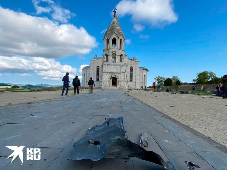 В тот день – 8 октября - азербайджанская авиация дважды нанесла удар по собору Святого Христа Всеспасителя в Шуше.