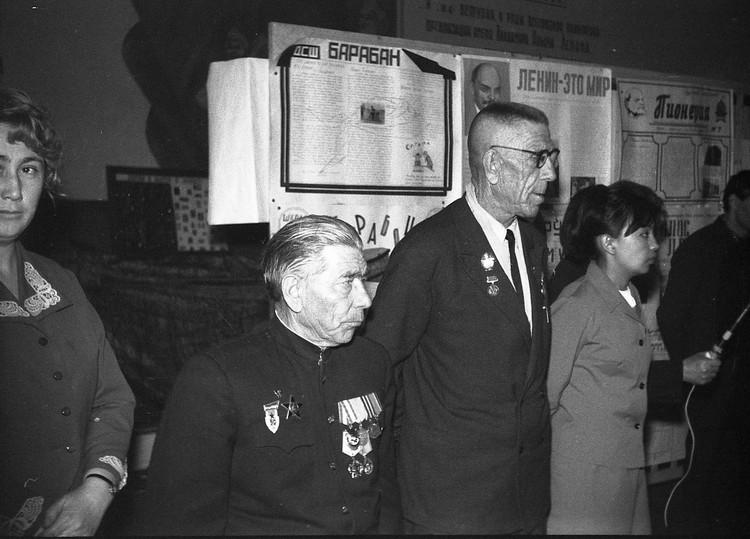 Следующим этапом публичного выражения своих мыслей и чаяний были газеты, которые выходили в СССР миллионными тиражами.