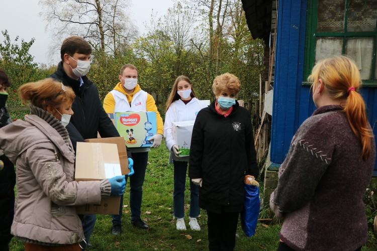 Активисты проекта навестили семьи из Краснинского района. Фото: smolensk.er.ru.